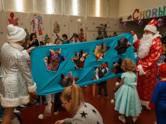 Союз молодежи Алтай-Кокса поздравил с Новым годом детей Заринска