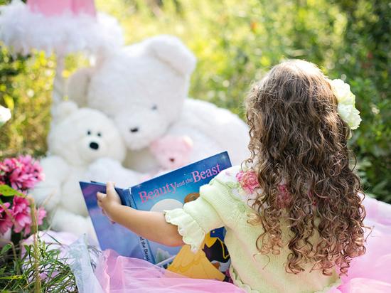 Как научить ребенка читать и когда начинать: простые способы