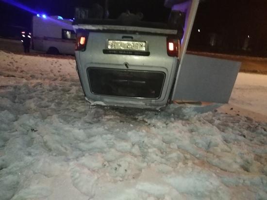 В Петрозаводске на автозаправке перевернулась машина
