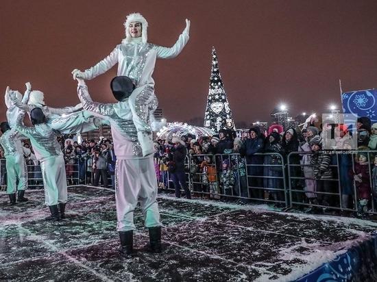 Открытие главной елки Казани завершилось праздничным салютом