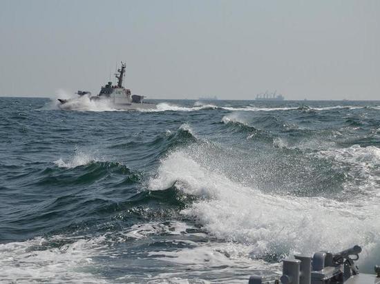 Киев пригрозил сотней проходов кораблей через Керченский пролив