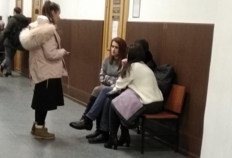 Сестры Хачатурян: последние новости, Басманный суд Москвы оставил сестер Хачатурян под домашним арестом до 28 марта 2019 года