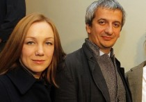 Режиссер Богомолов и актриса Мороз гуляют с дочерью в Берлине