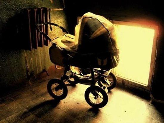 В Твери хулиганы бросили подожжённую петарду в коляску с 10-месячной девочкой
