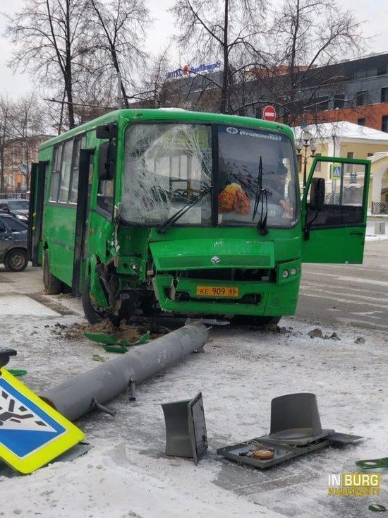 СК проводит проверку по ДТП с автобусом в Екатеринбурге