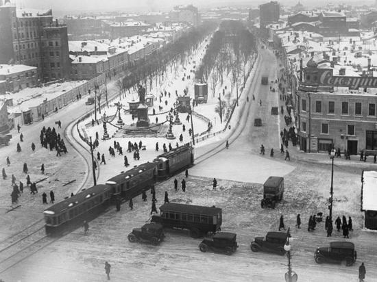 «На Красной площади снег был по шею»: рассказы коренных москвичек
