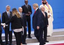 По мнению американского лидера, это именно Хиллари Клинтон сговорилась с Россией и демократами
