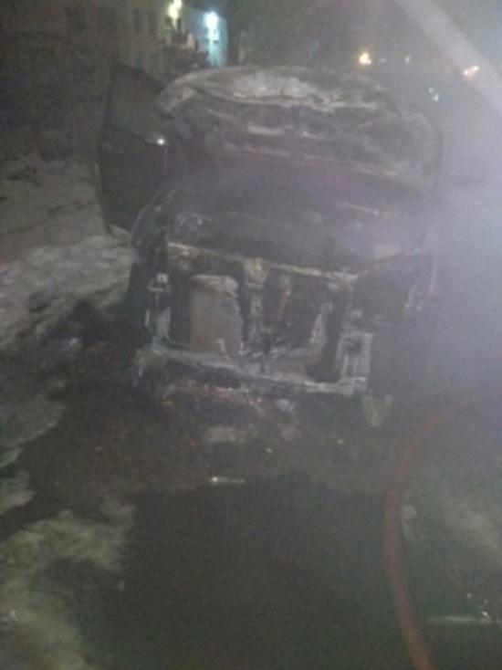 Вспыхнул как спичка: в Рыбинске ночью сгорел автомобиль