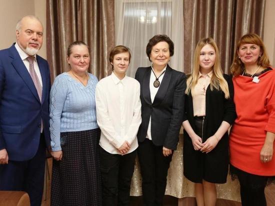 Наталья Комарова поздравила с новосельем детей-сирот
