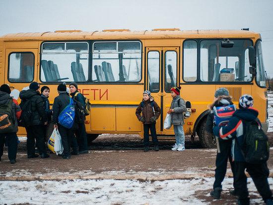 Школы Калмыкии получили автобусы