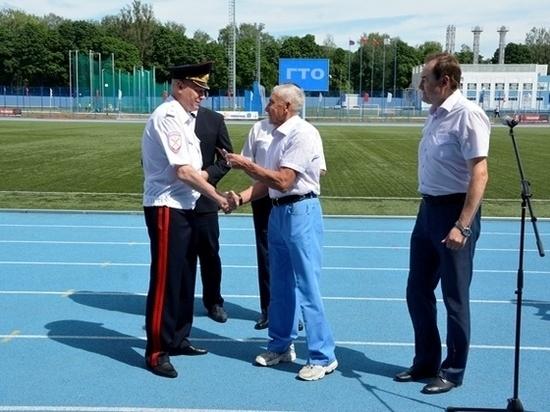 Начальник УМВД по Смоленской области получил золотой значок ГТО
