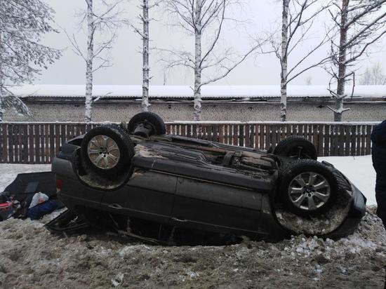 BMW X5 лег на крышу в Медвежьегорске, пострадал человек
