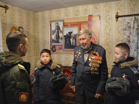 Кадеты из КПКУ (Тува) навестили фронтовика Георгия Абросимова