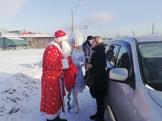 В Бурятии сотрудники ГИБДД поздравили водителей с Новым годом