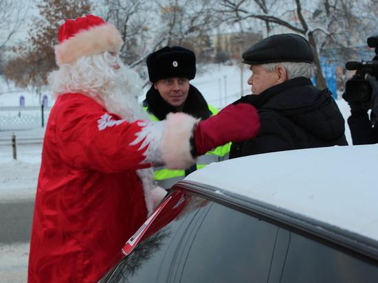 Патруль Деда Мороза поздравил водителей Саранска