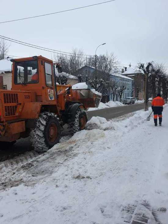 В Серпухове ликвидируют последствия от снегопада