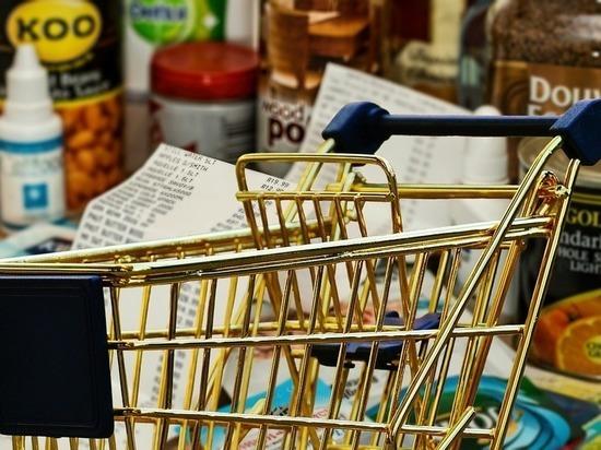 Полиция разыскивает мужчину и женщину, которые украли продукты в барнаульском АШАНе