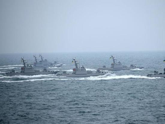 Катер ВМС Украины открыл огонь, чтобы остановить иностранное судно-нарушитель