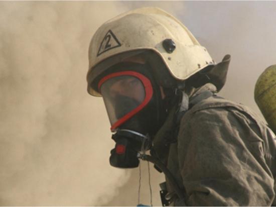 В Новокузнецке сотрудники МЧС спасли мужчину из горящего дома