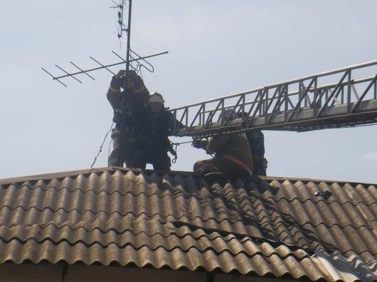 Постновогоднее: в Крыму мужчина подшофе рухнул с крыши на сарай