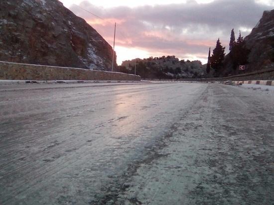 МЧС предупреждает: на Крым идут снежные заносы и обледенение