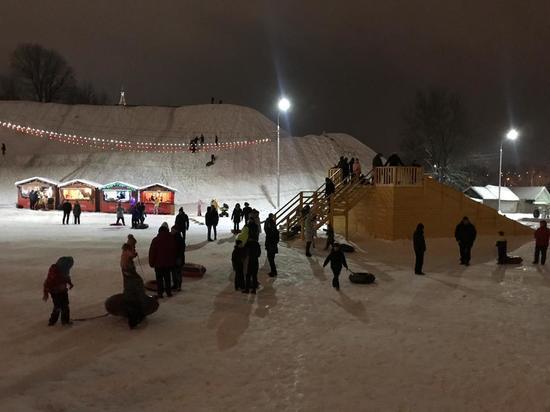 В Серпухове под Соборной горой организованы зимние забавы