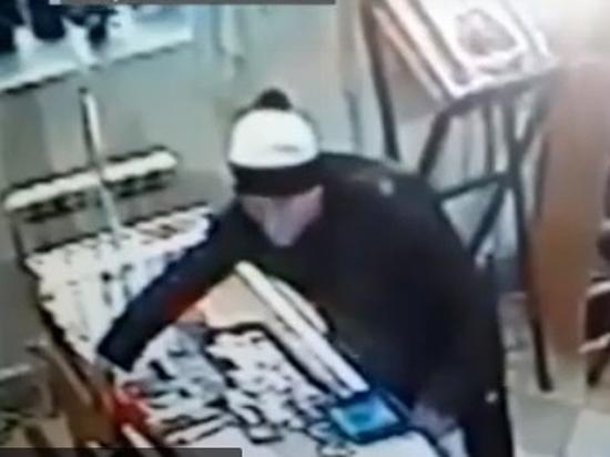 Мужчина украл в барнаульском храме кольца с надписями «Спаси и сохрани»