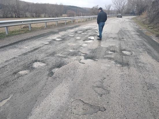 В Симферопольском районе новая дорога не выдержала сезона дождей