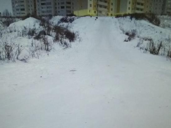 В Новочебоксарске мужчина на «ватрушке» врезался в машину