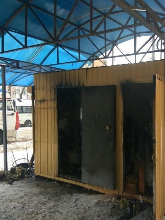 Палатка с хлебом сгорела в центре Калуги