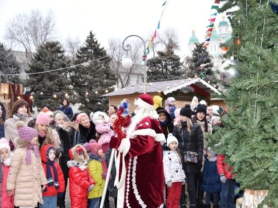 У центральной городской ёлки прошел праздник для детей и взрослых