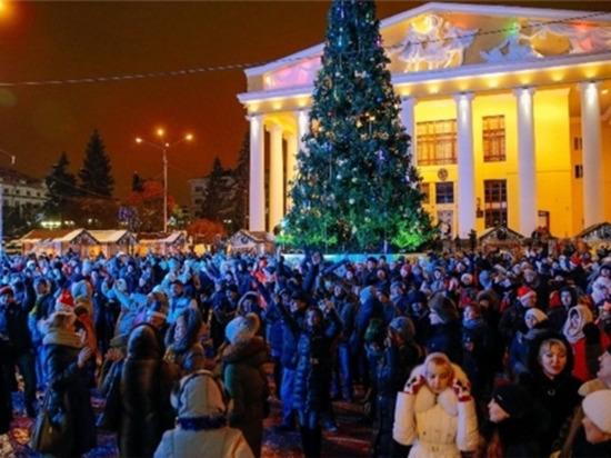В Чебоксарах более 2 тысяч человек встретили Новый год на Красной площади