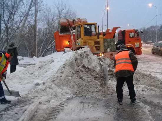 В городском округе Серпухов без перерыва ликвидируют последствия обильного снегопада