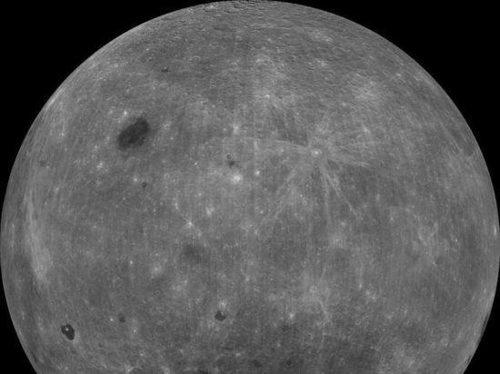 «Чанъэ-4» сел на обратной стороне Луны и прислал уникальные снимки