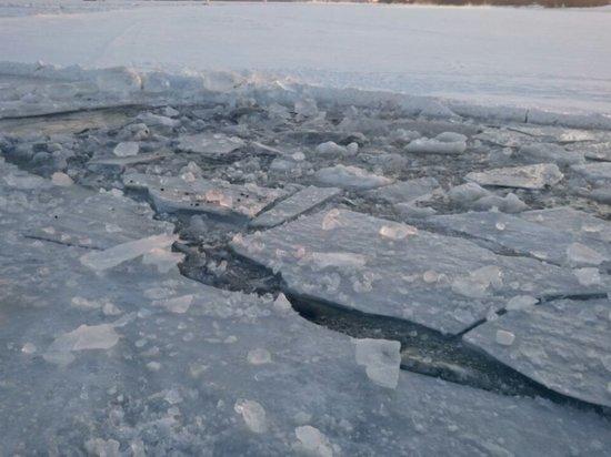 В Ярославле грузовик провалился под лед, есть погибшие