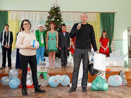 Учащиеся Плодовской школы получили подарки от КФС