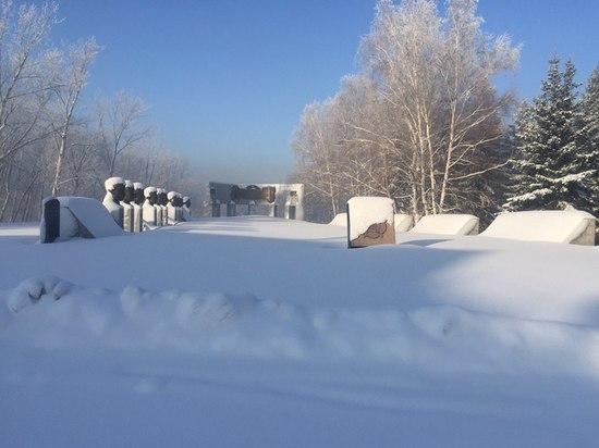 Телеграм-каналы критикуют власти Змеиногорска за неубранный снег