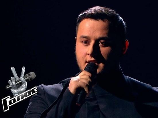 Суперфиналисту «Голос» Амирхану Умаеву в Чечне подарили автомобиль