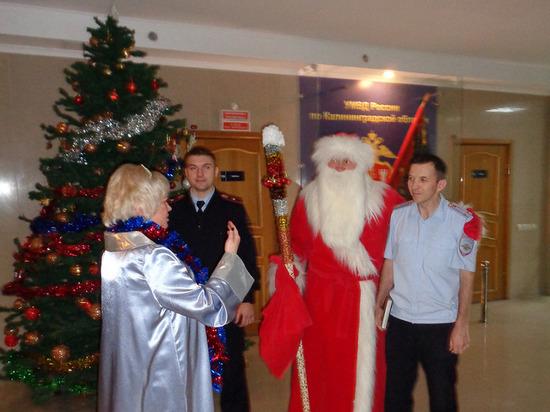 В Калининграде Дед Мороз наведался к полицейским