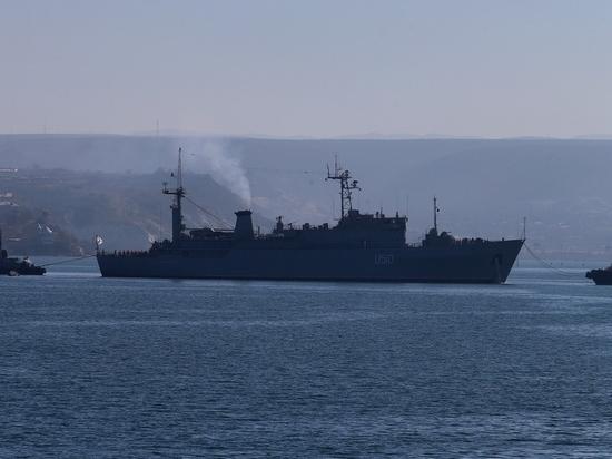 Киев угрожает безопасности Керченского пролива - Мурадов