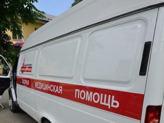 Машина скорой помощи опрокинулась на бок в Екатеринбурге