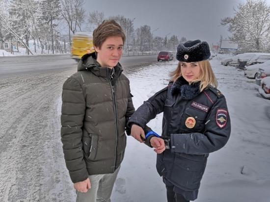 В Смоленске сотрудники ГИБДД провели акцию «Будь заметнее, пешеход!»
