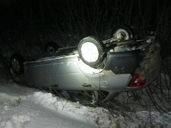 На дороге Калмыкии перевернулась машина