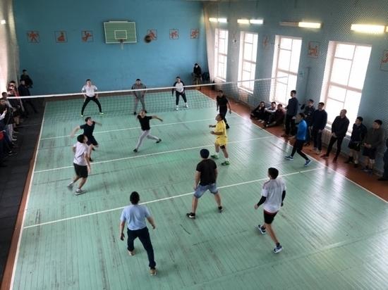 Калмыцкие спасатели сыграли в волейбол