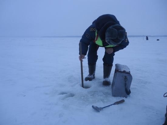 Пучежские инспекторы ГИМС замерили толщину льда