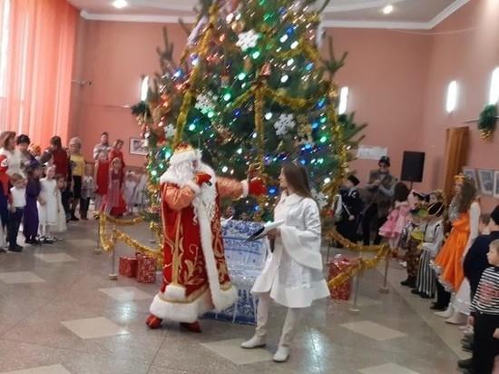 Юных жителей Ессентуков поздравил казачий Дед Мороз