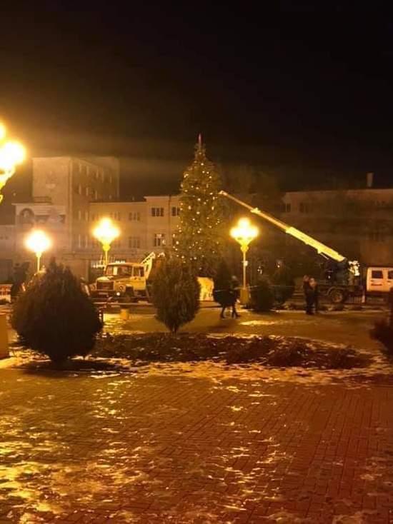 Главная елка Калмыкии вернулась на место