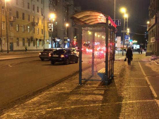 В Екатеринбурге остановку общественного транспорта разместили на платной парковке