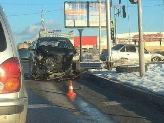 Водитель пострадал во время аварии в Ростове