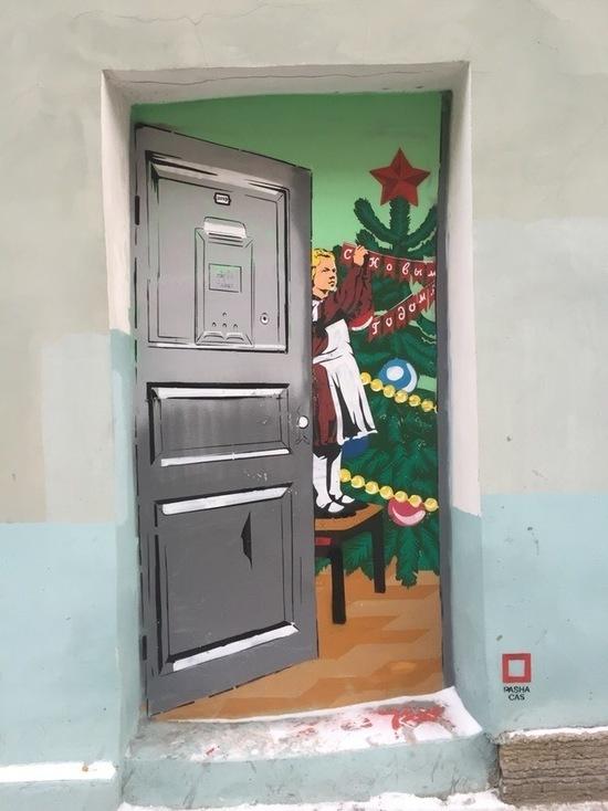 Коммунальщики закрасили новогоднее граффити в Петербурге